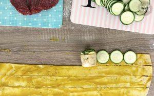 Herzhafte Brotrosen Rezept: Teigstreifen aufrollen