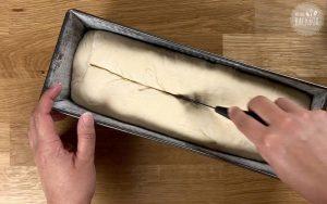 Toastbrot Teig einschneiden
