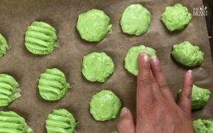 Muschel Whoopie Pies Rezept: Unterseite der Muscheln glatt streichen