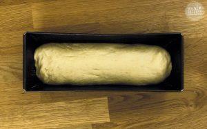 French Toast Auflauf Rezept: Toastbrot Teig in Kastenform legen
