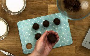 Schäfchen Cake Balls Rezept: Kugeln formen