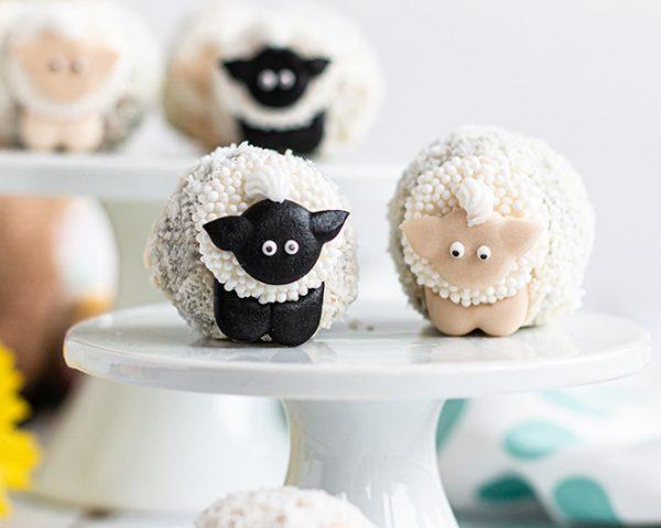 Osterrezepte: Schäfchen Cake Balls mit Ovomaltine Crunchy Creme