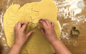 Schweizer Zupfkuchen Rezept: Hasen ausstechen