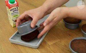 Malva Pudding Rezept: Kuchen aus der Form lösen