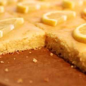Zitronen-Limetten-Buttermilchschnitten