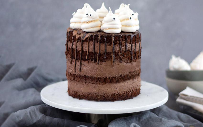 Beste Halloween Rezepte Halloweentorte mit Baiser Geistern von Kleid & Kuchen